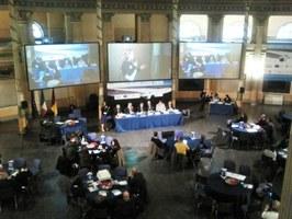 Tessa Gelisio, Ambassador MARLISCO Italia, presenta gli esperti al tavolo