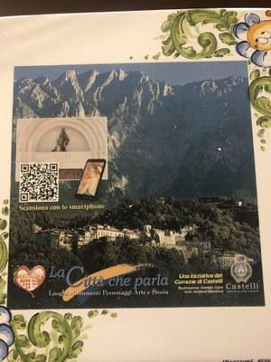 """""""La Città che parla"""": Castelli coniuga innovazione e tradizione. Un QR Code sulle mattonelle ceramiche racconta la storia millenaria della tradizione castellana."""