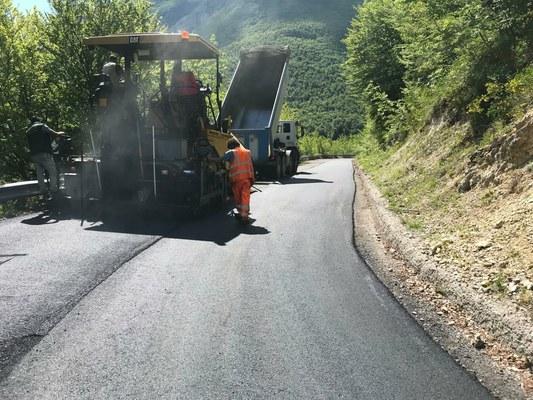 #cantieriaperti Pavimentazioni e risanamento frane: iniziati lavori per oltre 1 milione di euro