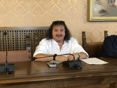"""Orfeo Farinelli, il bidello """"sanzionatore"""" del video"""